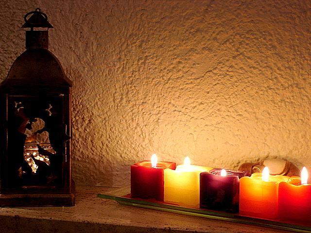 Les bougies sont indispensables pour agrémenter la fête de Noel